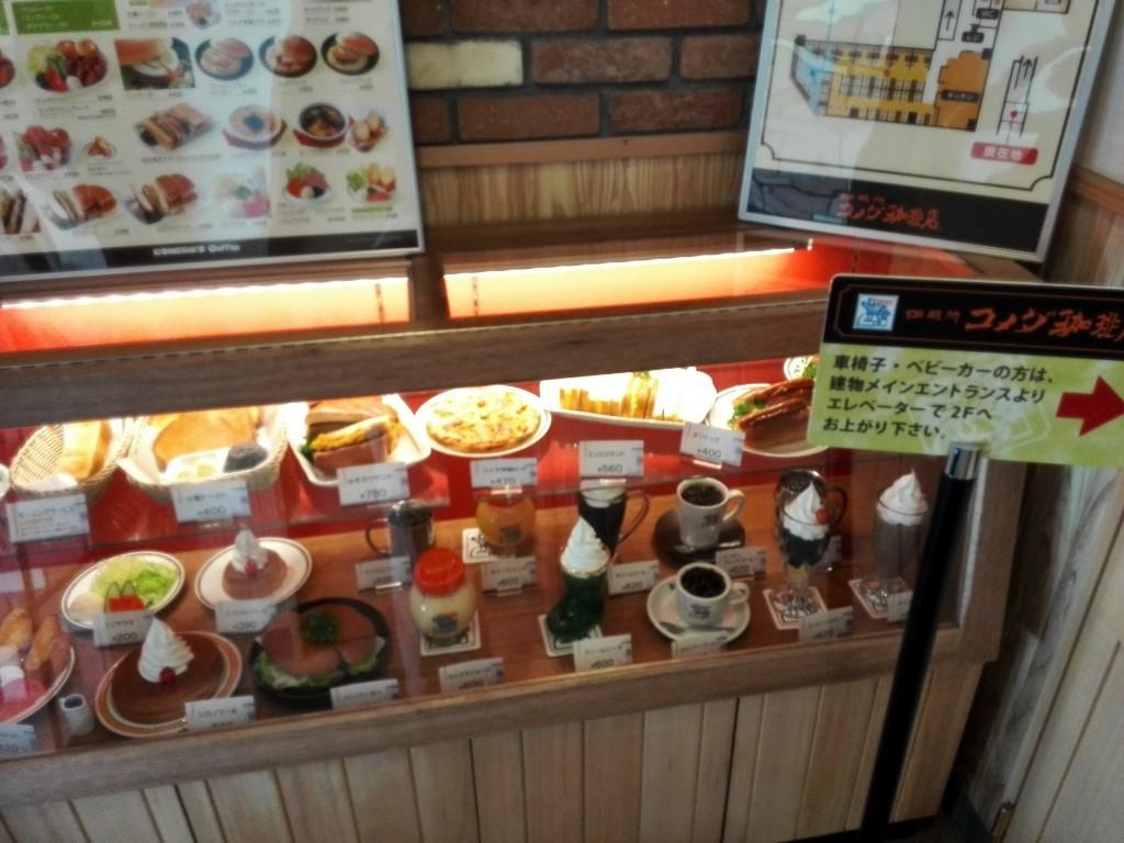 コメダ珈琲 入り口の食品サンプル