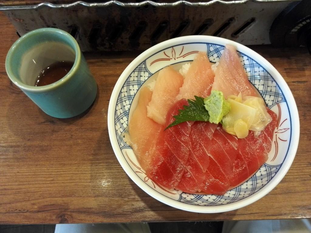 磯丸水産の人気No.1商品 まぐろ2食丼
