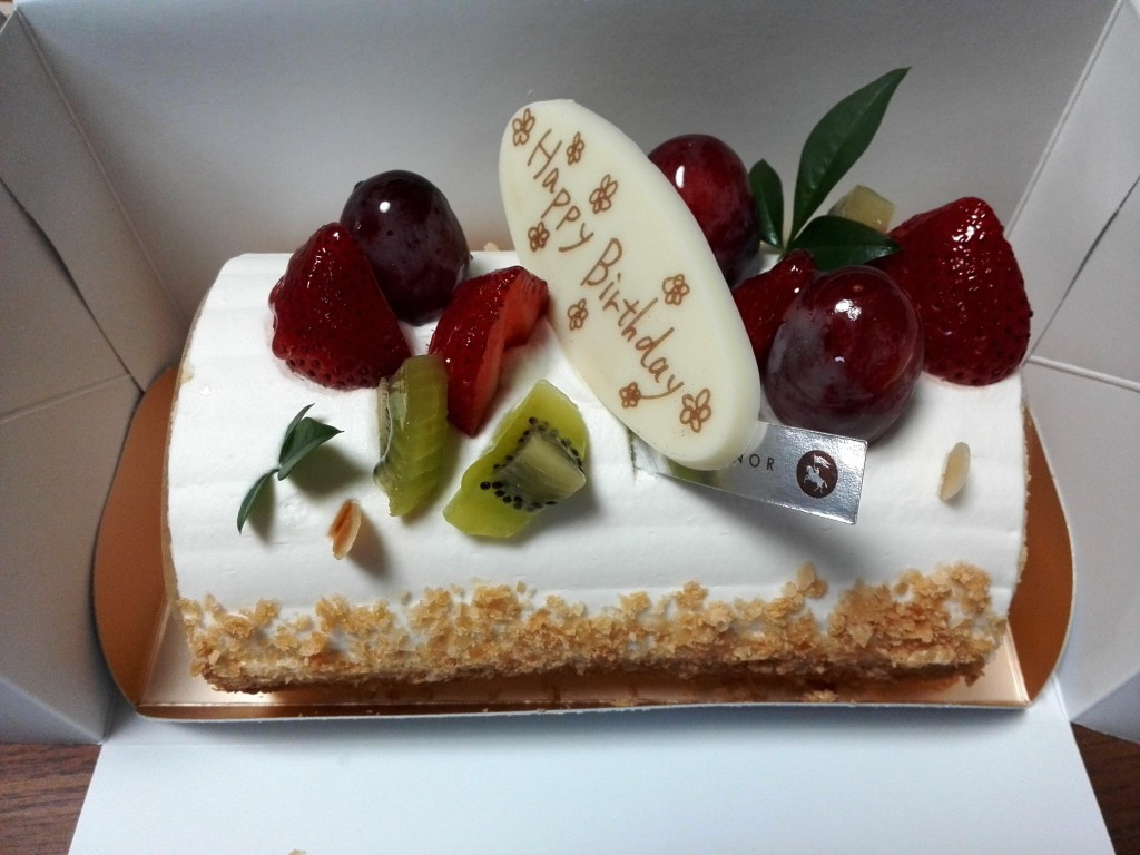 アンテノール フルーツフル・ロール 誕生日ケーキ