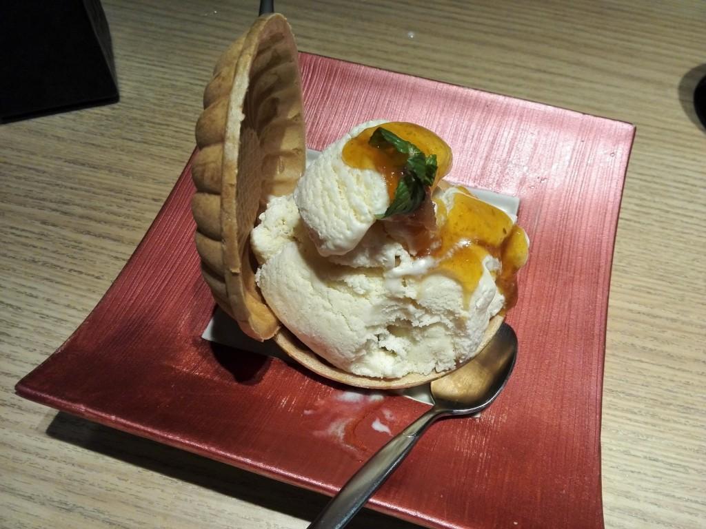 近畿大学水産研究所銀座店 豆乳アイスの紀州梅ジャムのっけ