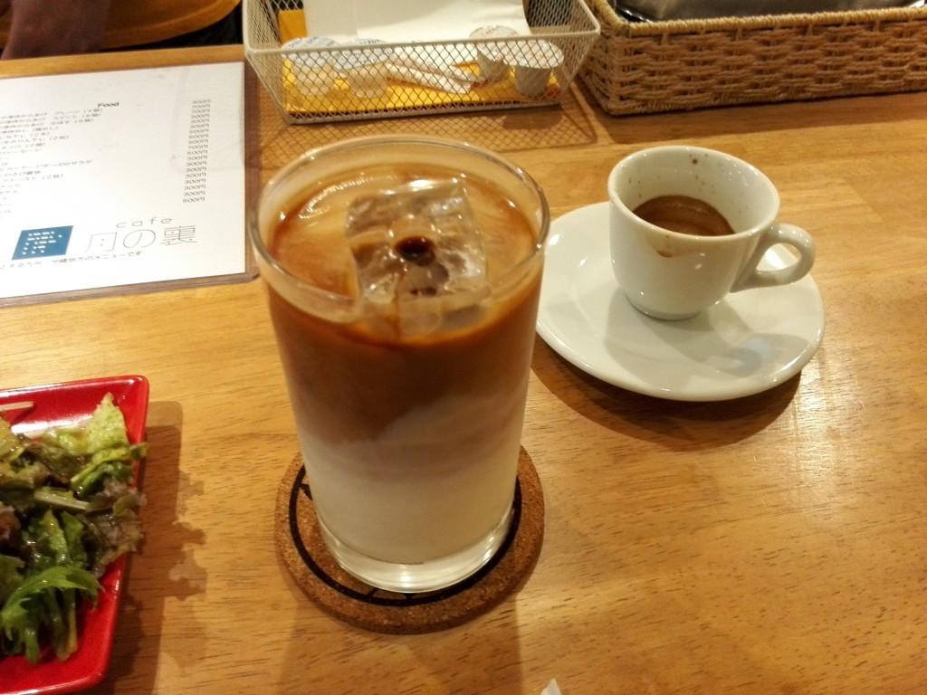 cafe月の裏 アイスカフェラテ