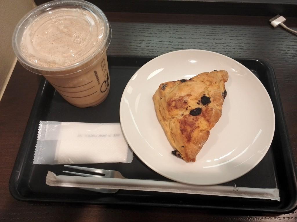 スターバックス コーヒーフラペチーノ&ブルーベリークリームスコーン