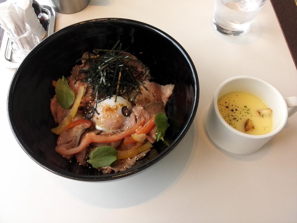 カレッタ汐留 スカイレストラン KiaOra オーシャンビーフのローストビーフ丼