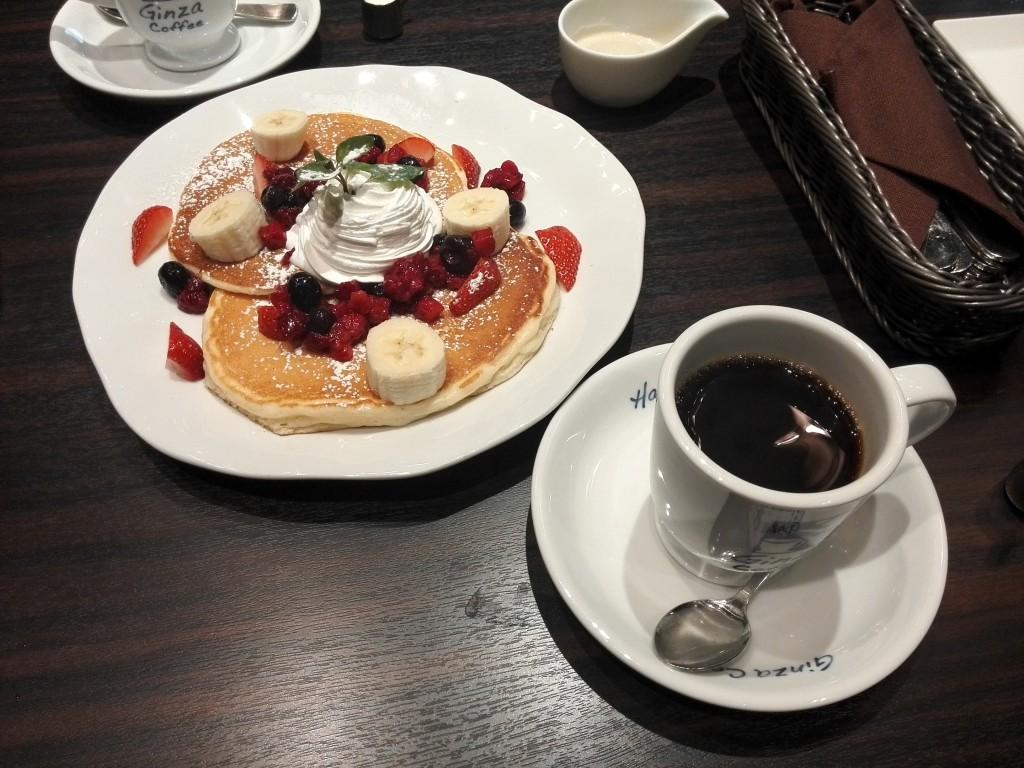 第一興商 銀座珈琲店 苺とフルーツのパンケーキ