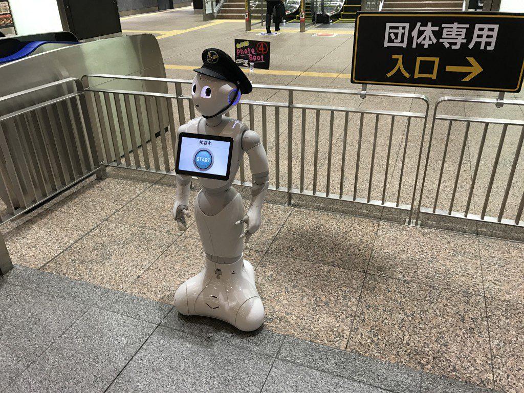 金沢駅 ペッパー君