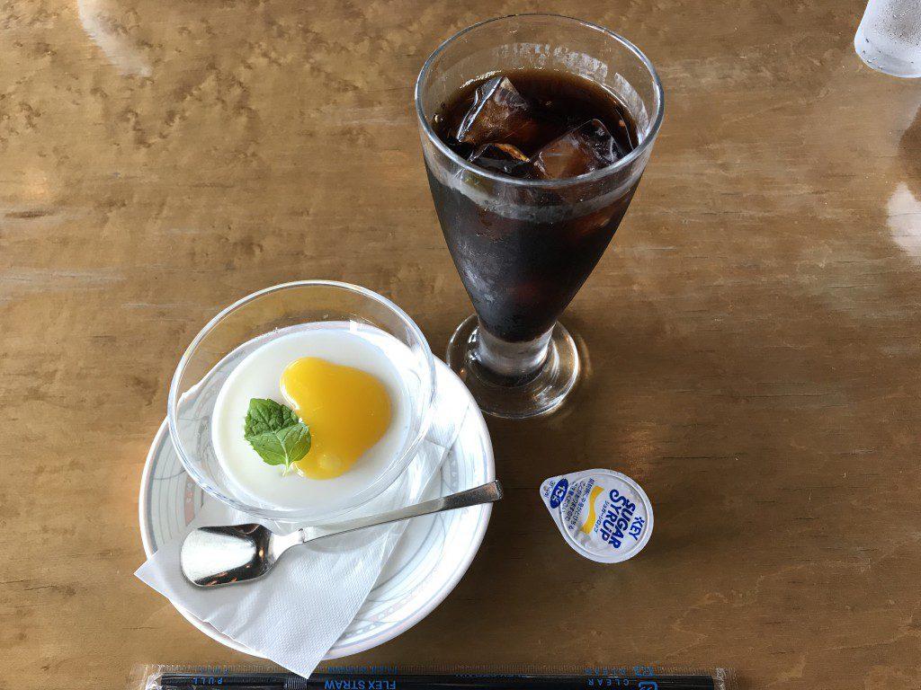 デザートの杏仁豆腐とアイスコーヒー