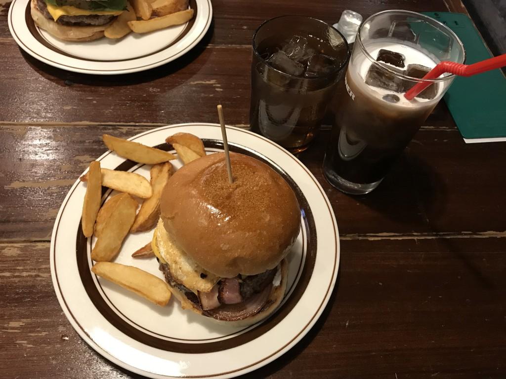 ビレッジバンガードダイナー 極みバーガー ベーコンチーズバーガーセット+エッグトッピング