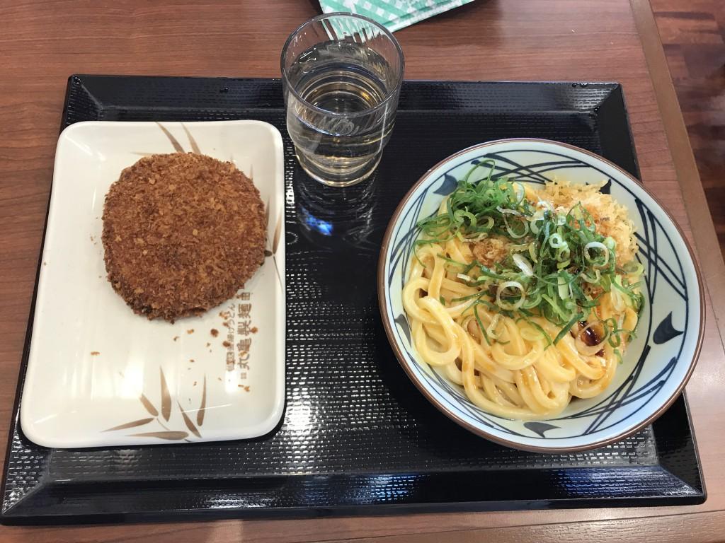 丸亀製麺 釜玉うどんとハムカツ