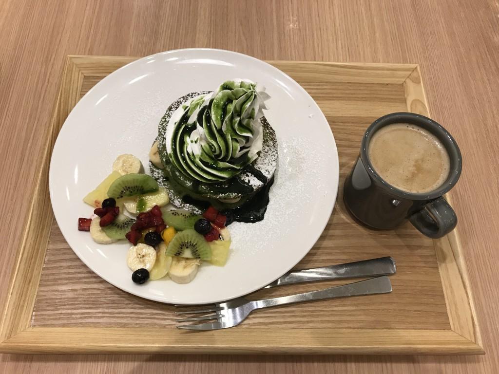 chawan 抹茶パンケーキのフルーツサンド ホイップタワー