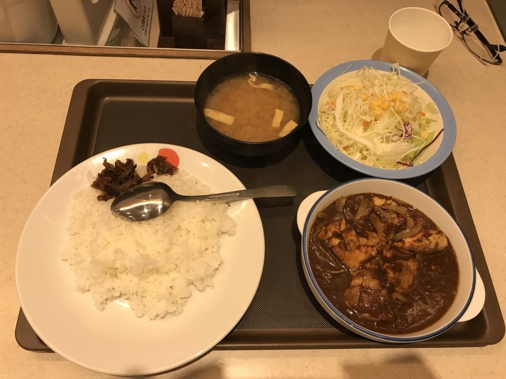 セルフサービス松屋 ごろごろ煮込みチキンカレーの生野菜セット690円